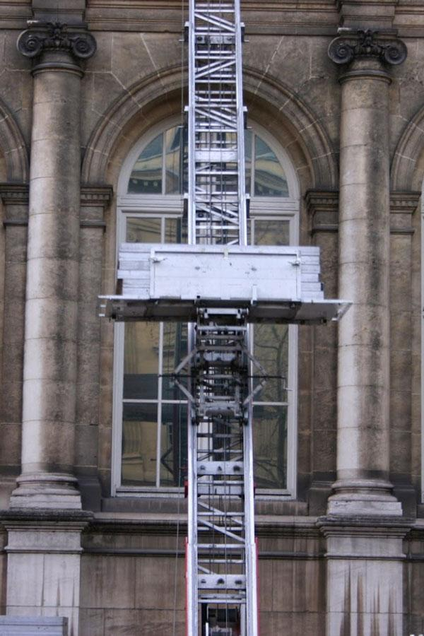 Rental of furniture Elevator and Material lifts in Paris and